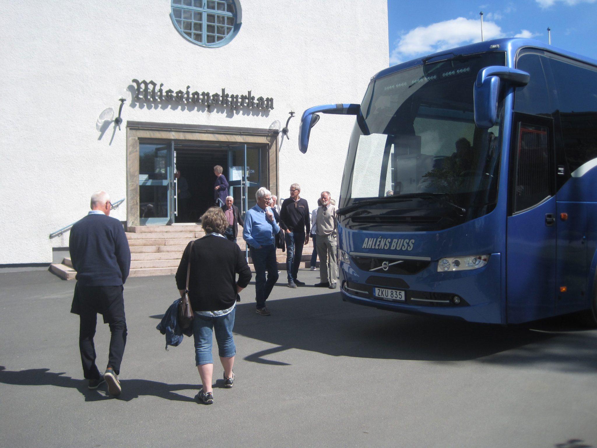 Bussen utanför Missionskyrkan i Värnamo